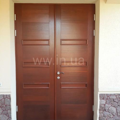 Косметический ремонт: обновить слой лака на двери