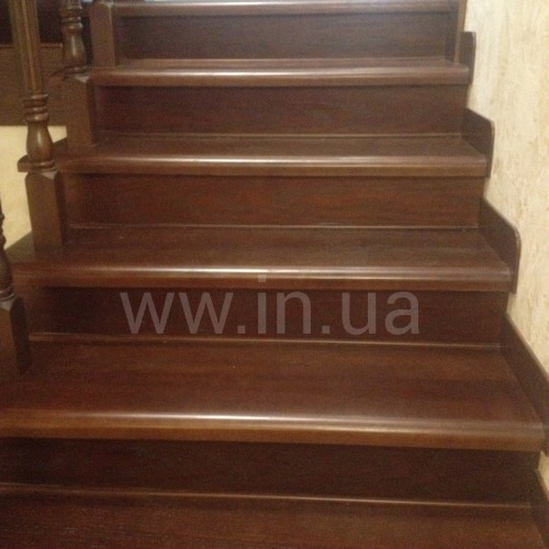 Точечная реставрация деревянной лестницы